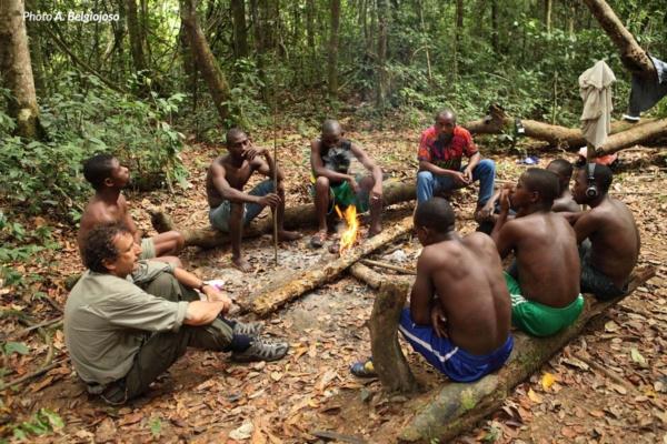 Accampamento, momento di ristoro nella foresta
