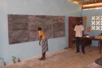 La lezione in classe nel villaggio Loaloa