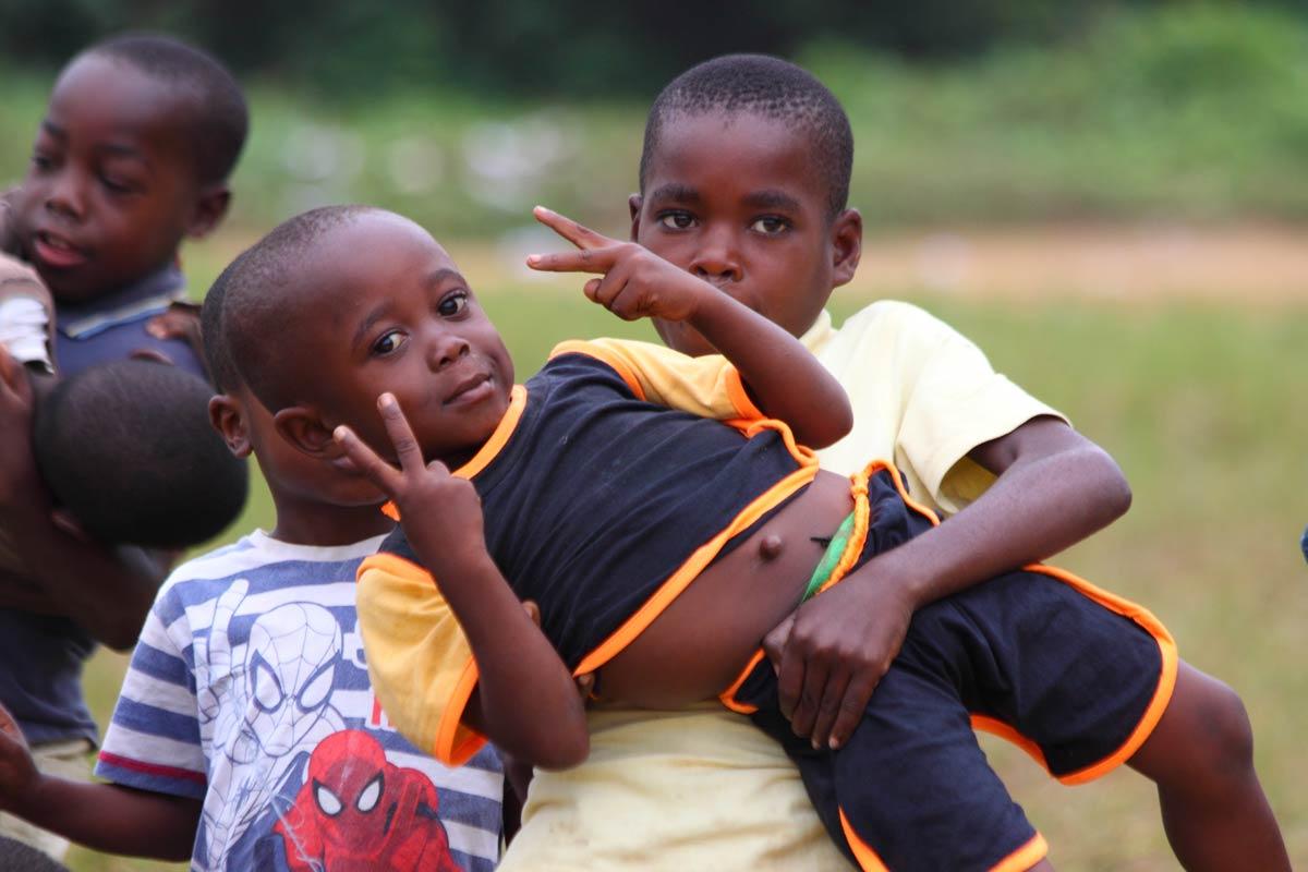 Bambini Che Giocano Fondazioni Trust The Forest E Figet